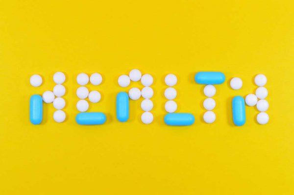 薬で書いたHEALTH文字